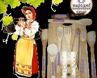 Комплект дървени домакински прибори с поставка и дъска